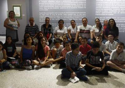 Estudiantes En la Galería Guayupe