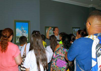 Curador Marlio Ninco de la Galería Guayupe de la Biblioteca Germán Arciniegas en Villavicencio
